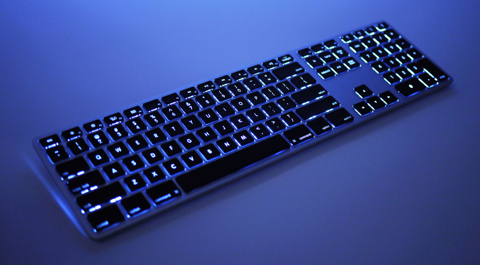 3a5c2b6b57d Wireless Aluminum Keyboard with Backlight - Low Light with Backlighting On