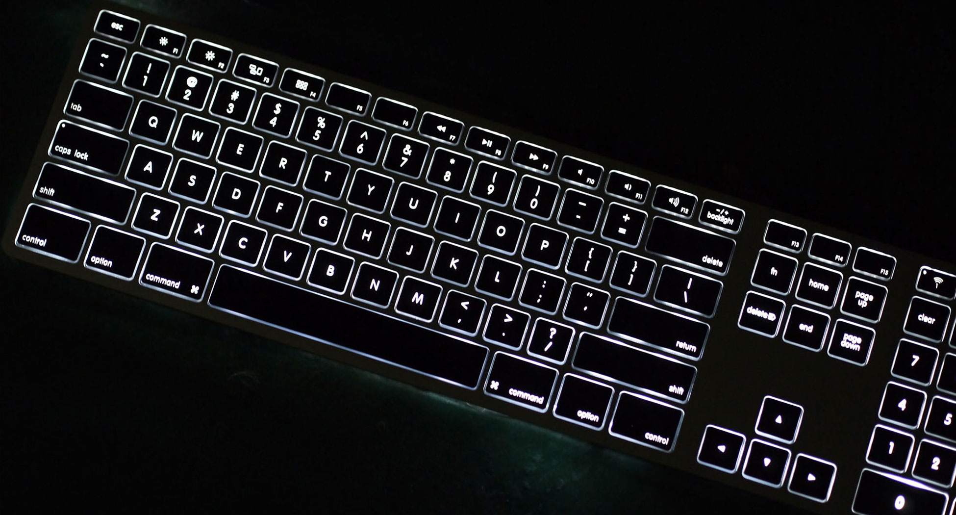 df5fc2c7fff Wireless Aluminum Keyboard with Backlight - Completely Dark with  Backlighting On
